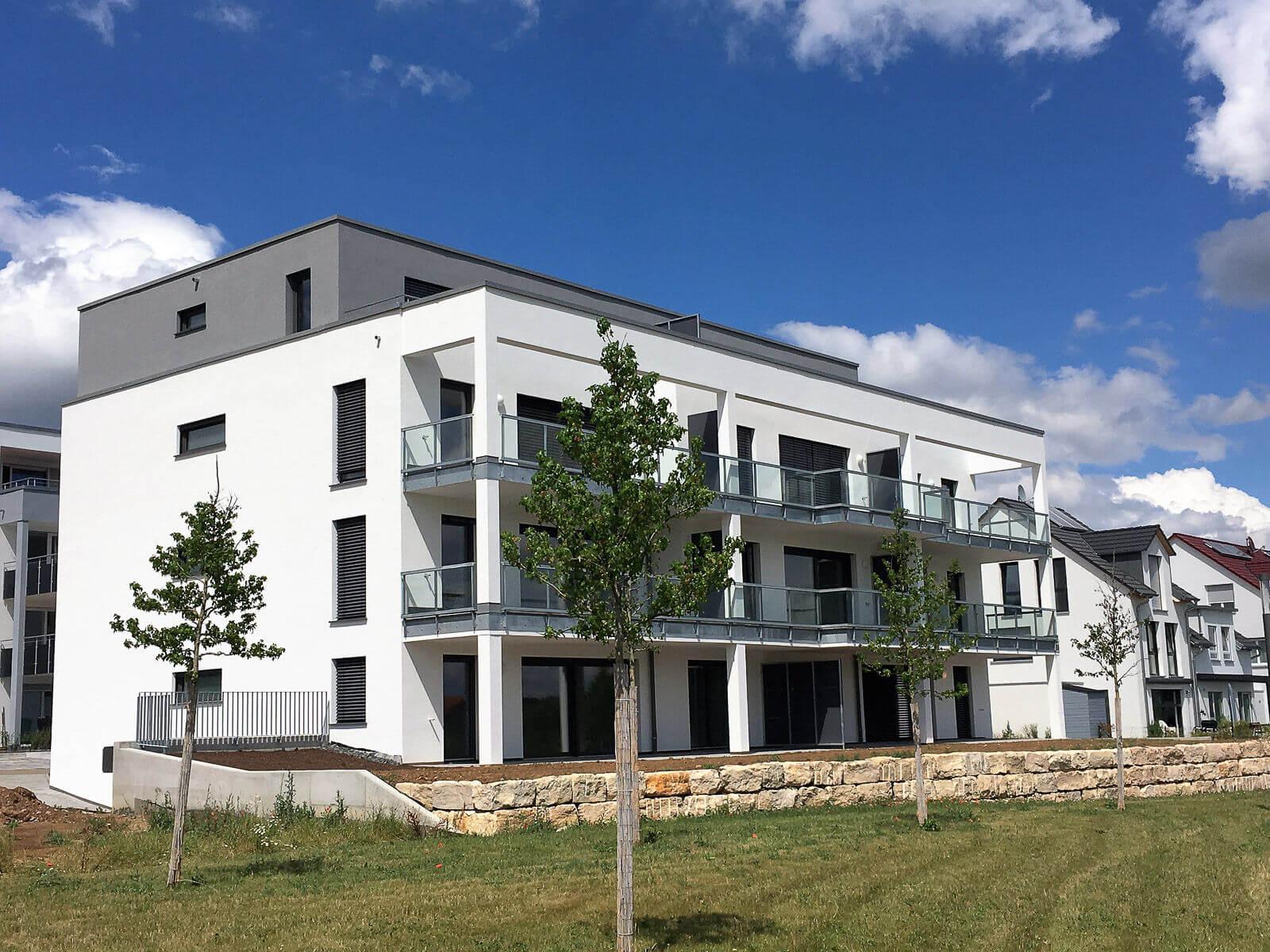 Seitenansicht Neubau Mehrfamilienhäuser in Rennigen
