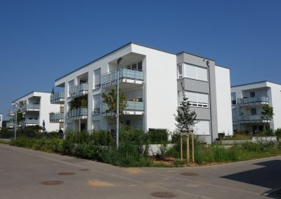 Mehrfamilienhäuser in Sachsenheim, Balkonseite von der Straße aus gesehen